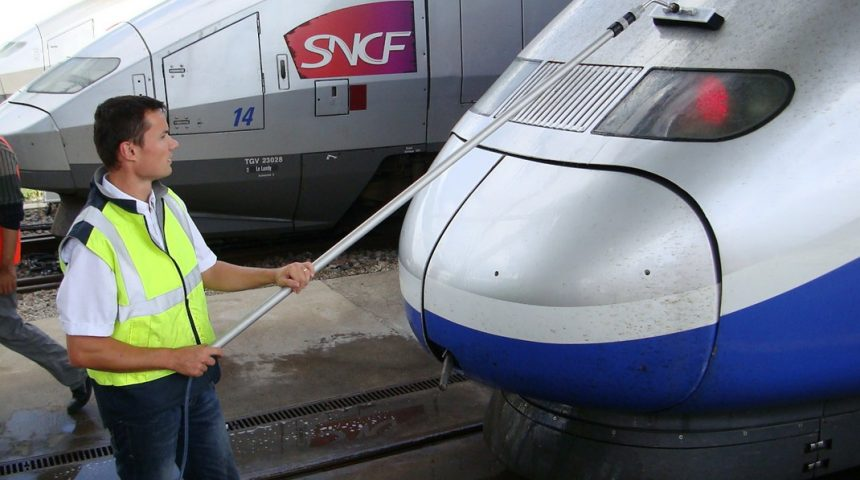 Eau pure nettoyage train